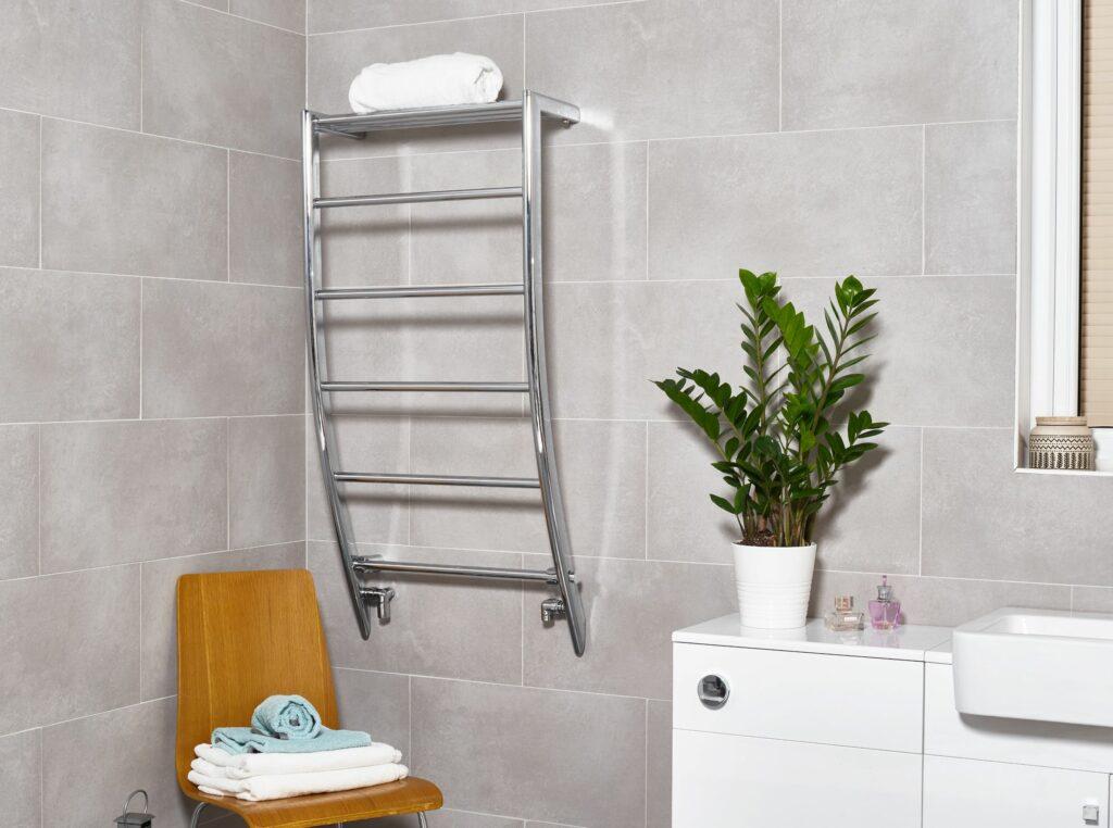 Compact bathroom towel rail radiator